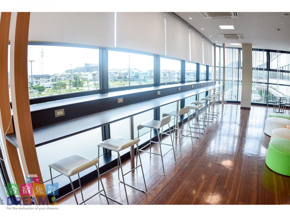 教習内 コンセント付きの2階休憩スペース