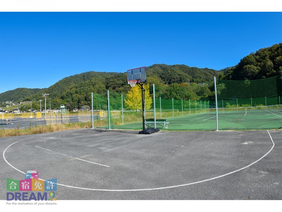 高梁自動車学校 テニスコートとバスケットコート