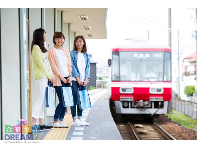 「自動車学校前駅」というだけあって下車すればもう自動車学校が目の前に